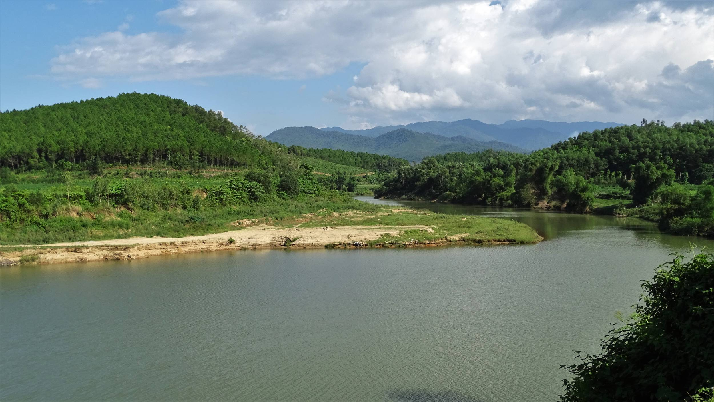 River flowing through the green Bong Lai valley