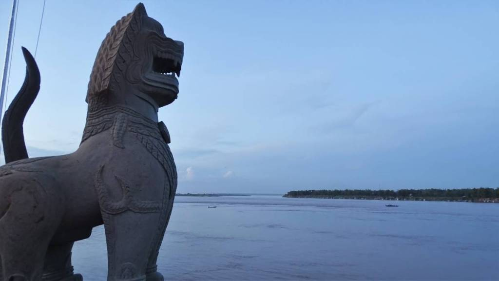 A lion statue overlooking Mekong in Kampong Cham