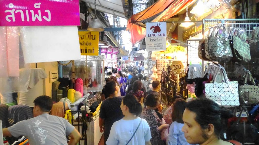 Crowded shopping lanes in china town, Bangkok