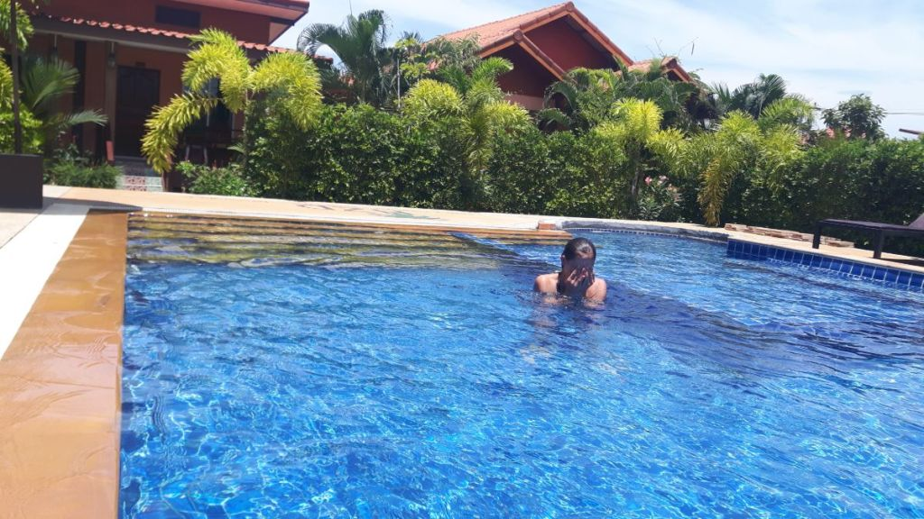 Weronika in the swimming pool in our accommodation on Khlong Kong, Koh Lanta