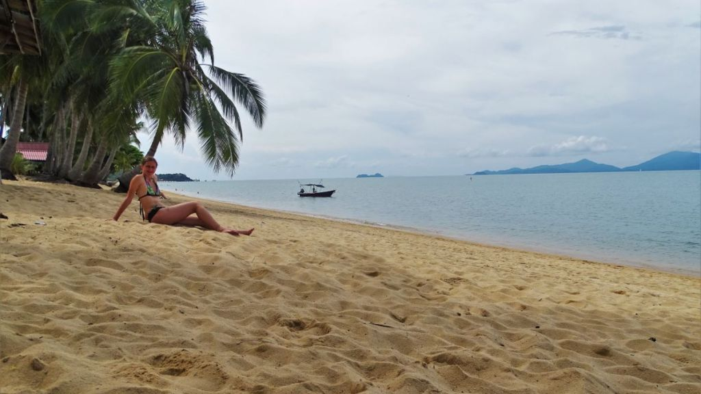 Weronika sitting on Maenam beach on Koh Samui with a view at koh phangan