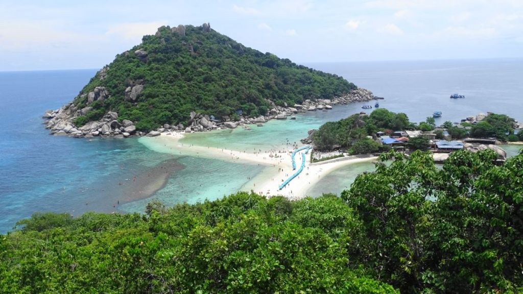 Iconic view from the top of Koh Nang Yuan island at the sand strip joining the twin islands