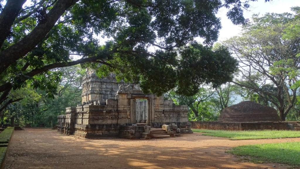 An 8th century Dravidian style temple and a Buddhist stupa in Nalanda Gedige