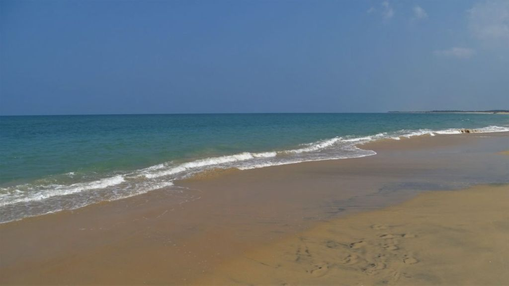 Turquoise waters of the sea at Kudawa beach