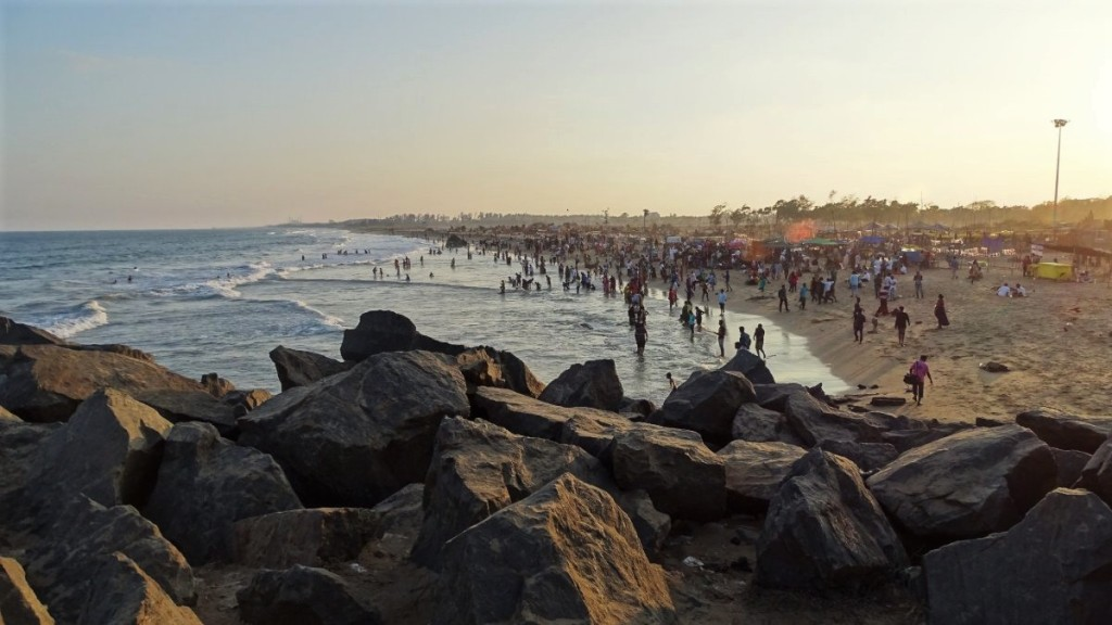 Sunday afternoon at the small beach in Mamallapuram, filled with locals entering the sea or sitting on the sand