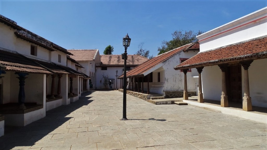 A reconstruction of a old-time Tamil town with one-storey buildings with a porch at the Dakshina Chitra ethnographic museum